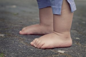 child with bare feet
